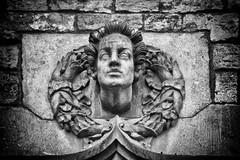 Cabeza ornamental, Cases dels Canonges (Fernando Two Two) Tags: cabeza head escultura sculpture ornamental bcn canonges art arte barcelona