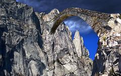 il baratroll (art & mountains) Tags: alpi alps masino mello granito roccia pareti placche punte creste picchi baratro valdizocca ponte bridge pietra attraversare passaggio hiking fantasy creative immaginazione dream vision spirit immaginario letteratura romanticismo