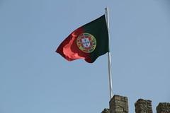 Bandera de Portugal (Txaro Franco) Tags: portugal lisboa castillo bandera castelo