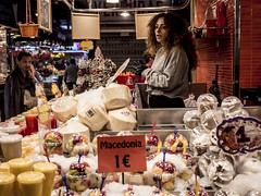 Barcelona 2017: Macedonia (mdiepraam) Tags: barcelona 2017 laboqueria foodmarket fruit woman