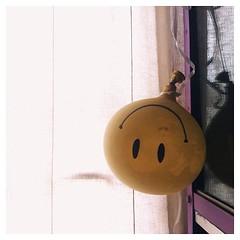 . อยากร้อง ก็ร้อง | อยากยิ้ม ก็ยิ้ม ชีวิตคงไม่ได้ทุกข์ตลอดหรอก  #thisisyon #mytwitter #smile #happy #happysunday #balloonsmile #myroom