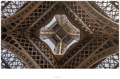 La Tour Eiffel - 324 m (Jordane old bike) Tags: borderfx