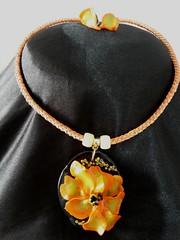 Gargantilhas (Brechó de ideias) Tags: flores preto vermelho cerâmica fuxico coração sementes colar gargantilha velas colares linha cordão laço miçangas acabamento cortadosrecortes