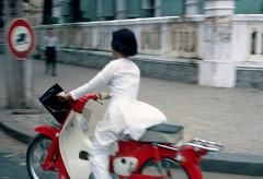 Saigon 1967 - Góc Nguyễn Du-Tự Do (khuôn viên Bộ Nội Vụ VNCH) - Photo by HG Waite (manhhai) Tags: waite vietnam 1967 bienhoa macv advisoryteam98 ductu