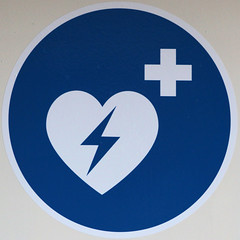 defibrillator (Leo Reynolds) Tags: sign canon eos iso400 squaredcircle f80 150mm 70d signinformation hpexif 0017sec xleol30x sqset103 xxx2014xxx