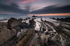 Fliysch (BIZKAIA) (Jonatan Alonso) Tags: longexposure sunset sea beach landscape rocks playa paisaje bizkaia basquecountry rocas paisvasco barrika largaexposicion fliysch