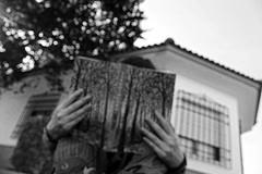 Bosques de mi mente. (Pieni Lohikrme.) Tags: sky blackandwhite white house black me girl mi myself de photography reading book photo hands read sel mente selfie bosques