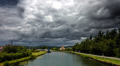 Sharpness Canal (muffinn) Tags: sky black clouds canal sharpness blackclouds purton lpsky sharrpnesscanal lpsky2