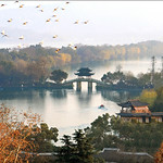 "West Lake, Hangzhou, Zhejiang <a style=""margin-left:10px; font-size:0.8em;"" href=""https://www.flickr.com/photos/92039376@N04/14356096481/"" target=""_blank"">@flickr</a>"