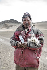 A Changpa Nomad at Tsokar with his Skinning Blade (Anoop Negi) Tags: portrait india photography photo little tibet indie nomad anoop indien ladakh inde negi   ndia tsokar   ezee123  intia  n        ndia n indi chnagpa changanthang
