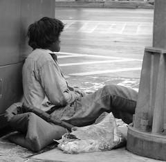 Tra$h eateR 2 (Digenes ;)) Tags: de la calle gente homeless social personas desorden sin basura homo mundial voz nuevo comiendo novus ordo seclorum abandono pobreza indiferencia sapiens descuido