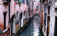Orgoglio italiano (encantadissima) Tags: venezia veneto rio canale case riflessi viadacqua