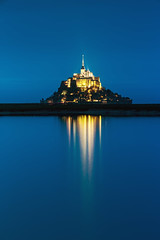 Blue Hour ... (Ludovic Lagadec) Tags: montsaintmichel normandie 7020028isl canon6d seascape sky bleue bluehour heurebleue merveille architecture reflets reflection