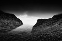 Only a few sunrays..... (Lato-Pictures) Tags: scozland schottland highlands sunray sw monocrom light outdoor clouds berg mountain sun