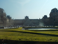 Louvre (schremser) Tags: frankreich paris louvre pyramide eingang musem platz