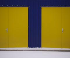 NEUtraaL. (Warmoezenier) Tags: raw zeeland sneeuw colours amarillo yellow geel deur schuur stable snow goes nederland pays bas netherlands