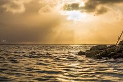 BEAM (Jhonny Peralta) Tags: canon5d canonphotography canon paisaje aruba playas atardecer rayosdesol marcaribe shooting photography photographer pasionporlafotografia
