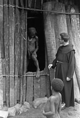 album2film170foto008 (Melanesian cultures) Tags: baliem baliemvallei sibil sibilvallei josdonkers eranotali wisselmeren papua irian jaya nieuwguinea ofm franciscanen minderbroeders missionaris