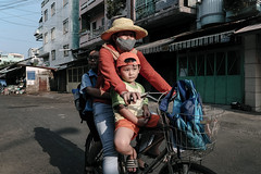 After school [EXPLORED] (-clicking-) Tags: streetphotography streetlife streetportrait life dailylife motherandchild bicycle saigon vietnam