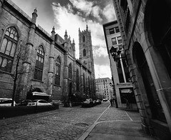 Notre Dame Basilica of Montreal, Canada (` Toshio ') Tags: toshio montreal canada notredamebasilica notredamebasilicaofmontreal oldmontreal bw blackandwhite architecture building church catholic city road street fujixe2 xe2 canadian winter car downtown people clouds sky