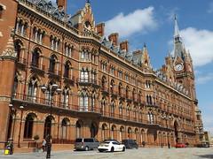 St Pancras Station I, London, 12 April 2017 (AndrewDixon2812) Tags: london railway station terminus kingscross stpancras clock tower eurostar forecourt