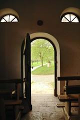 Durchblick (izoll) Tags: izoll sony alpha77ii badsobernheim freilichtmuseumbadsobernheim durchblick lichtundschatten tür offen offenetür kapellelinzockenfels kapelle
