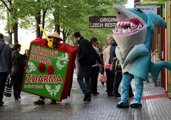 Look Out For The Tourist Sharks! (paulinuk99999 - tripods are for wimps :)) Tags: square fun republic czech prague tourist massage thai sharks wenceslas paulinuk99999 qx10