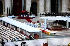 CANONIZACION- 62 (Ismael I) Tags: roma san italia pedro misa juanxxiii juanpabloii benedictoxvi canonizacion ciudaddelvaticano papafrancisco 27042014 papaemeritoplaza