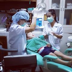 ลิงเป็ปปวดฟัน เลยแวะหาทันตแพทย์แถวหลัง ม.ช.