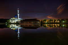 -- UniTen Mosque -- (Lim Su Seng) Tags: reflection sunrise canon dawn mosque hdr multipleexposures ef1635 leefilter canonef1635 leecpl ssphotography limsuseng amazedbylite