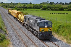 085 passes Rosskelton, 4/6/14 (hurricanemk1c) Tags: irish train gm rail railway trains railways irishrail generalmotors 2014 portlaoise 085 emd 071 iarnród éireann iarnródéireann weedspraytrain rosskelton mallowheuston