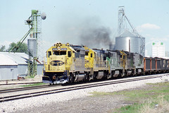 Santa Fe SD40-2 #5090 at Fort Morgan  CO on 5-31-87 (LE_Irvin) Tags: santafe sd402 fortmorganco