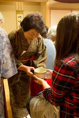 serve (Andi [アンデイ]) Tags: kurumidani japan kyoto kyotango mountain village rural ruraljapan nature people forest tea greentea macha food photography