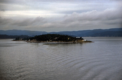 "Norwegen 1998 (010) Oslofjord: Langåra • <a style=""font-size:0.8em;"" href=""http://www.flickr.com/photos/69570948@N04/32798224284/"" target=""_blank"">View on Flickr</a>"