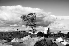 EL ABUELO (Buscavientos) Tags: bn pueblo playa blanco y negro black white dunas fotografos paisaje rocas nubes edificio