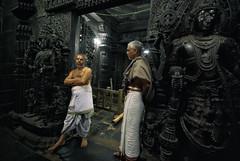 Nee Enna Solra Madhava ! (Prabhu B Doss) Tags: prabhubdoss nikond80 temple belur hoysala vishnu chennakeshavatemple karnataka travelphotography priest