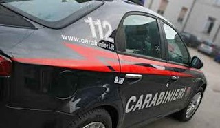 Rapinano l'ufficio postale, si danno alla fuga ma vengono intercettati dai Carabinieri: