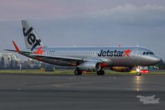 VH-VFX JQ A320 34L YSSY-6867 (A u s s i e P o m m) Tags: mascot newsouthwales australia au jetstaraustralia jetstar jq airbus a320 syd yssy sydneyairport