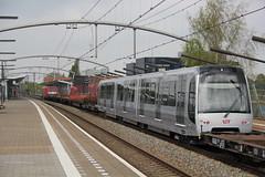 DB Cargo 189 049 + RET 5717 Zwijndrecht 21-04-2017 (Spoorhaar) Tags: zwijndrecht station bahnhof transport spoorwegen eisenbahn railway railroad trein tren train metro ret 5717 rotterdam 189 dbcargo dbc overbrenging