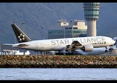 Boeing | 777-222/ER | United Airlines | Star Alliance Scheme | N218UA | Hong Kong | HKG | VHHH (Christian Junker | Photography) Tags: nikon nikkor d800 d800e dslr 70200mm teleconverter aero plane aircraft boeing b777222er b777200er b772er b777 b77e b772 b777200 unitedairlines united ua ual ua895 ual895 united895 n218ua staralliance heavy widebody triple7 staralliancescheme specialscheme speciallivery specialcolour arrival landing 25r touchdown airline airport aviation planespotting 30222 317 30222317 2018 hongkonginternationalairport cheklapkok vhhh hkg hkia clk hongkong sar china asia lantau spottingbyboat christianjunker wwwairlinersnet flickraward flickrtravelaward hongkongphotos worldtrekker superflickers zensational