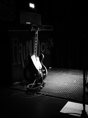 tribute to Chuck Berry (fotomie2009) Tags: guitar chitarra live music night nocturne musica the beat barons tribute musical instrument strumento musicale sightandsound picturemusic bn bw monochrome monocromo raindogs house thebeatbarons guitarlove