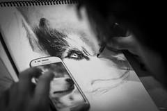 Artista (sierramarcos14695) Tags: quetzaltenango guatemala sopny a58 minolta rokkor mc monocromatico blanco negro blancoynegro artista dibujo dibujante telefono tanlento arte cotidianidades retrato