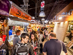 Barcelona 2017: Busy streets (mdiepraam) Tags: barcelona 2017 laboqueria foodmarket