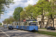 P-Zug 2005/3004 in der Dachauer Straße unterwegs zur Lothstraße (Frederik Buchleitner) Tags: 2005 3004 linie21 linie2128 linie28 linienverbund munich münchen pwagen strasenbahn streetcar tram trambahn