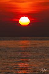 Sol rogent, mar calmat (Ricard Sánchez Gadea) Tags: mongat mar sea water aigua agua amanecer mediterraneo mediterrani sun sunrise sortidadesol nubes boires clouds canon canon7d catalunya cataluña canonistas catalonia barcelona bcn serenidad airelibre anochecer cielo océano 7d eos7d canoneos7d sigma150600mmf563dgoshsmcontemporary sigma150600 sigma