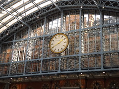 Clock in St Pancras Station, London, 12 April 2017 (AndrewDixon2812) Tags: london railway station terminus kingscross stpancras clock