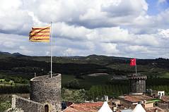 Hostalric (Joan Amigó) Tags: hostalric firamedieval feriamedieval catalunya catalonia girona airelliure ensenya airelibre bandera torre torra castell castillo