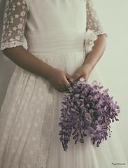 Nostalgia (Pepa Morente ( 1.800.000 de VISITAS )) Tags: vestido flores lilasmoradas blanco encaje