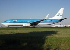 "PH-BXN, Boeing 737-8K2(WL), 30356/728, KLM Royal Dutch Airlines, ""Merel/Blackbird"", fleet number XN-313, CDG/LFPG, 2017-04-20, Alpha-Mike taxiway. (alaindurandpatrick) Tags: kl klm klmroyaldutchairlines airlines 737 737ng 738 737800 boeing boeing737 boeing737800 boeing737ng airliners jetliners cdg lfpg parisroissycdg airports aviationphotography 30356728 phbxn"
