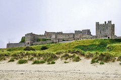 Bamburgh Castle, on the coast at Bamburgh, Northumberland, England (marechal jacques) Tags: castles castell ruins towers middle ages fortresses history historical mediaeval châteaux forteresses fortifications ruines moyen age médiévales donjons remparts fortifiées forts histoire citadelles schlösser schlosses burgen kasteel castel ruin fortress zitadelle geschichte stadtmauern mittelalterlichen mittelalter bamburgh northumberland england